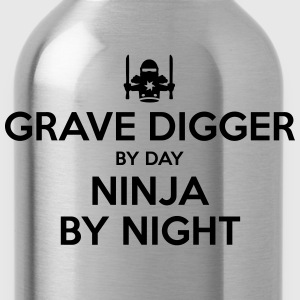 grave digger day ninja by night - Water Bottle