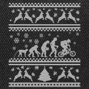 CYKEL EVOLUTION JUL UPPVIGLING T-shirts - Snapbackkeps
