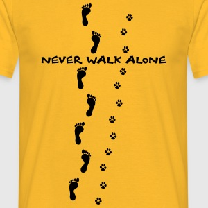 never walk alone hund mensch spuren Tops - Männer T-Shirt