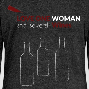 Love one woman and several wines - Women's Boat Neck Long Sleeve Top