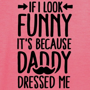 If I look funny it's because daddy dressed me V2 Baby slabbetjes - Vrouwen tank top van Bella