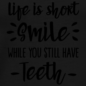 Life is short,  smile, while you still have teeth Krus & tilbehør - Herre premium T-shirt