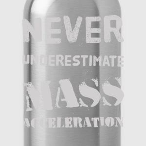 Never underestimate Mass Acceleration T-shirts - Drinkfles