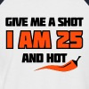 Weiß/rot Give me a shot I am 25 and hot – Shirt zum 25. Geburtstag – Chilli style T-Shirts - Männer Baseball-T-Shirt