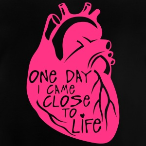 one day i came close to life quote heart Camisetas - Camiseta bebé
