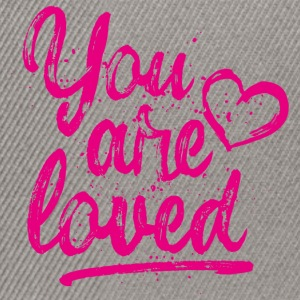 You are loved mit Herz - pink T-Shirts - Snapback Cap