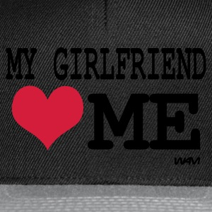 Svart my girlfriend loves me by wam T-skjorter - Snapback-caps
