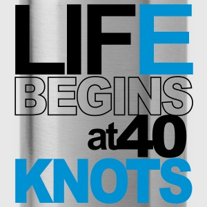 Life begins at 40 knots Tee shirts - Gourde