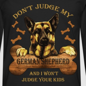 Don't judge my German Shepherd and I won't judge y - Men's Premium Longsleeve Shirt