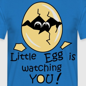 Little Egg is watching you! Schürzen - Männer T-Shirt