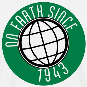 Birthday Design - On Earth since 1943 (sv) Tröjor - Premium-T-shirt herr