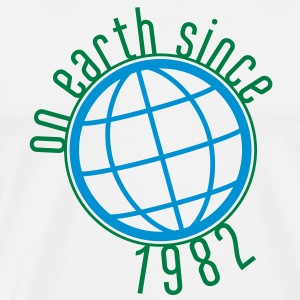 Birthday Design - On Earth since 1982 (sv) Tröjor - Premium-T-shirt herr