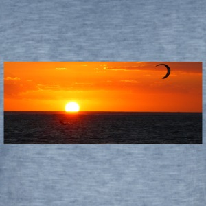 Kitesurfer next to sun going down - Männer Vintage T-Shirt