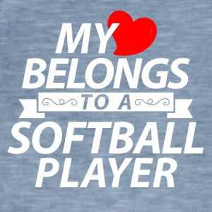 My heart belongs to a softball player - Männer Vintage T-Shirt