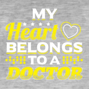 MY HEART BELONGS TO A DOCTOR - Men's Vintage T-Shirt