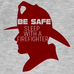 Feuerwehr: Be safe. Sleep with a Firefighter. - Männer Vintage T-Shirt