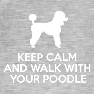 Dog / puddel: Keep Calm And tur med puddel - Vintage-T-skjorte for menn
