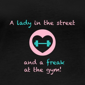 A lady in the street and a freak at the gym - Frauen Bio-Langarmshirt