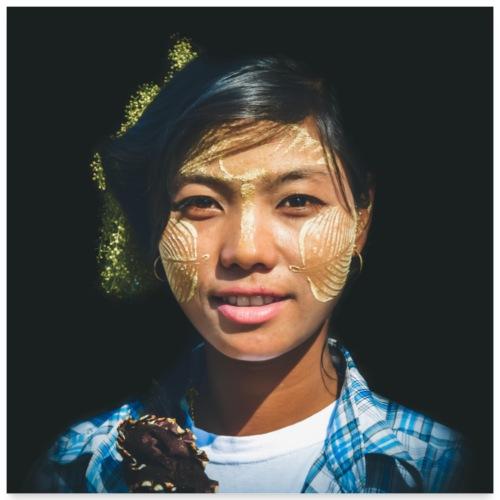 MYANMAR Jeune femme