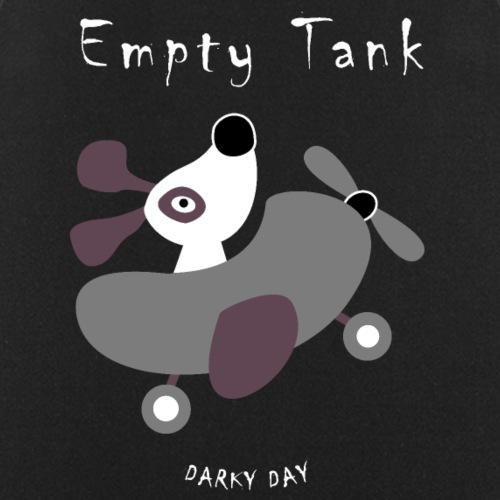 Süßer Hund fliegt mit dem Flugzeug (leerer Tank)
