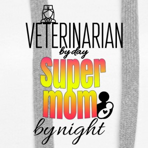 Veterinarian by day and super mom by night - Frauen Premium Hoodie