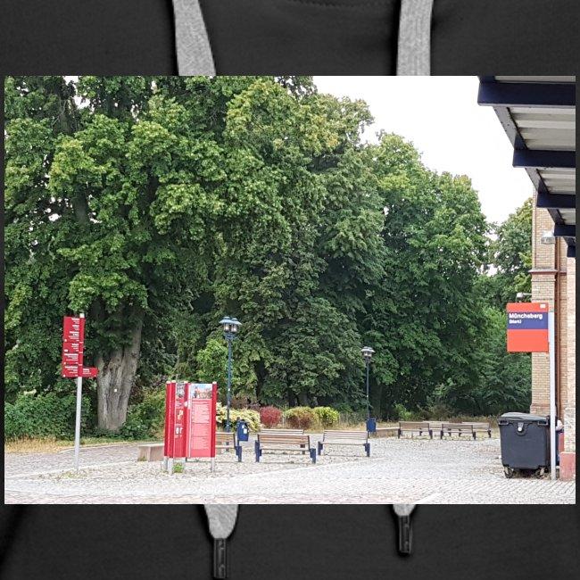 Bahnhofs-Vorplatz-Aufnahme