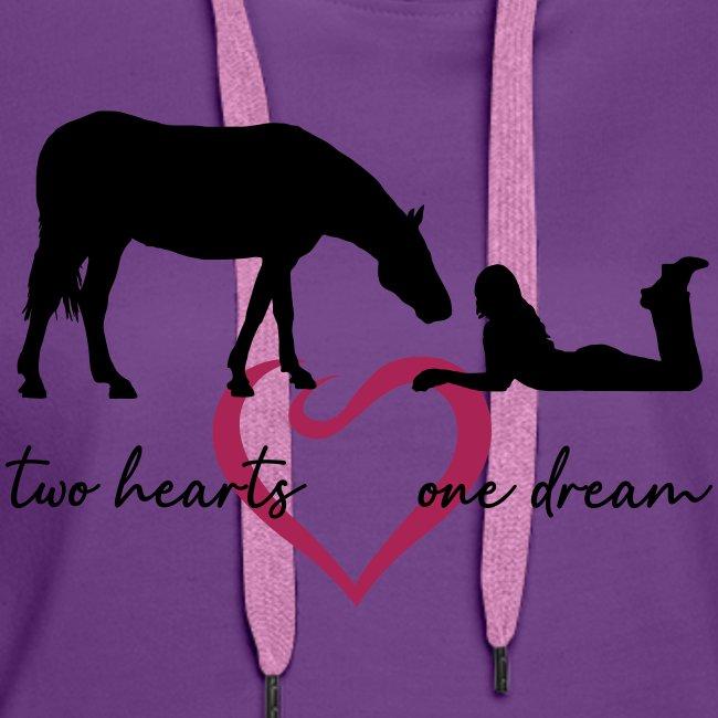 two hearts one dream liegendes Mädchen Pferd