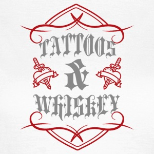 Tattoo / Tätowierung: Tattoos & Whiskey - Frauen T-Shirt