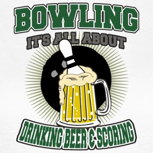 Bowling Drinking Beer And Scoring - Women's T-Shirt