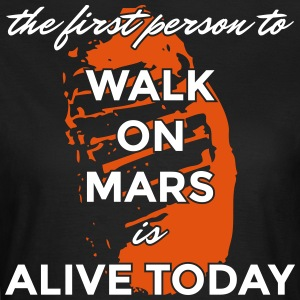 the first person to walk on mars is alive today - Frauen T-Shirt