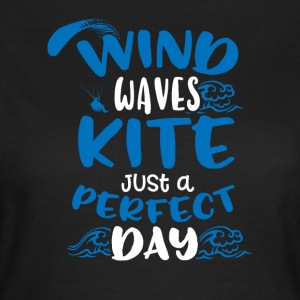 Wind Waves Kite Just A Perfect Day - Women's T-Shirt