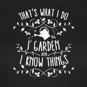 Funny Garden-Shirt: I garden and I know things - Frauen T-Shirt