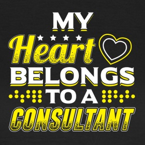 My Heart Belongs To A Consultant - Frauen T-Shirt