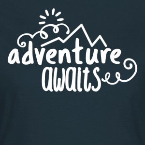 Adventure Waits shirt Gift - Vrouwen T-shirt
