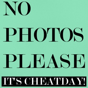 NO PHOTOS PLEASE: CHEATDAY! - Frauen T-Shirt