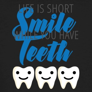 Zahnarzt: Life is short. Smile while you have - Männer Bio-T-Shirt