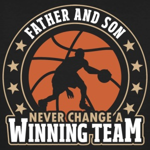 Father and Son - Never Change A Winning Team - Männer Bio-T-Shirt