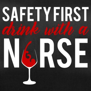 Krankenschwester: Safety First - drink with a nurs - Sporttasche