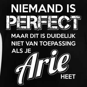Niemand is perfect. Persoonlijk cadeau Arie. - Baby T-shirt