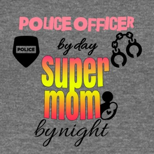 Police officer by day super mom by night - Frauen Pullover mit U-Boot-Ausschnitt von Bella