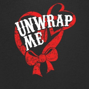 Unwrap Me - Pack from me - Christmas - Men's V-Neck T-Shirt