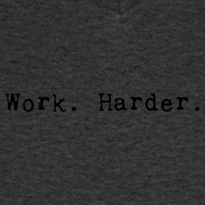 werk harder_black - Mannen T-shirt met V-hals