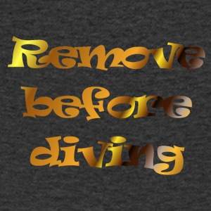 remove before diving - Mannen T-shirt met V-hals