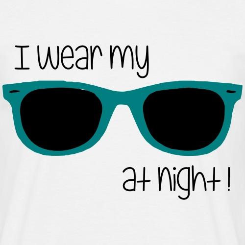 i wear my sunglasses at night - Männer T-Shirt