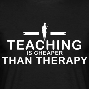 Teaching is cheaper than therapy - Männer T-Shirt