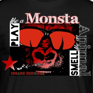 Play like a monster - Smell like an animal - Männer T-Shirt