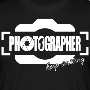 PHOTOGRAPHER KEEP SMILING - Männer T-Shirt
