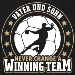 Vader en zoon - Never change a winning team - Mannen T-shirt