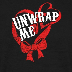 Unwrap Me - Pack from me - Christmas - Men's T-Shirt