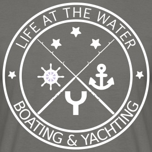 Life at the water - boating and yachting - Männer T-Shirt